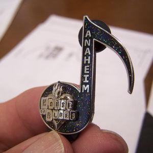 """RARE"" HOUSE OF BLUES CALIFORNIA ANAHEIM PIN S3221"